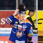 Veli-Matti Savinainen sai silinterin päähänsä hattutempun jälkeen.