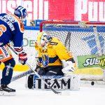 Jere Karjalainen ohitti Sami Rajaniemen rangaistuslaukauksessa.