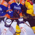 Entisen Ilves-pomon Mikko Mäkelän pelaaminen Tapparassa herätti kohua.